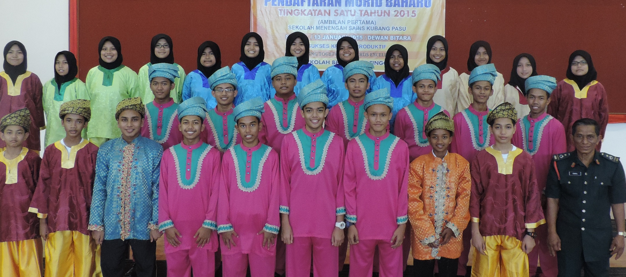 Group photo of The Sekolah Menengah Sains Kubang Pasu Dikir Barat Troupe
